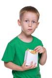 Śliczna chłopiec z dłoniakami fotografia royalty free
