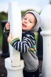 Śliczna chłopiec z wielkim szachy Zdjęcie Royalty Free