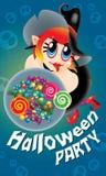 Śliczna czarownica trzyma talerza cukierki Z strasznym tłem Obrazy Stock
