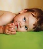śliczna dziecko dziewczyna usta jej koiciel fotografia royalty free