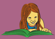 Śliczna dziewczyna czyta książkę Obrazy Stock