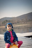 Śliczna dziewczyna na Skokowej piłce Fotografia Stock