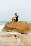 Śliczna dziewczyna w czarnej lato sukni przy dużymi kamieniami Obraz Royalty Free