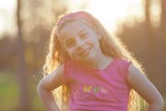 Śliczna dziewczyna w plecy świetle Zdjęcia Stock