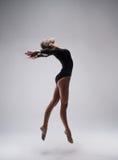 Śliczna kobiety gimnastyczka Zdjęcie Stock
