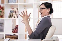 Śliczna młoda biznesowa kobieta zbliżenie portret Zdjęcie Stock