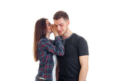 Śliczna młoda brunetka mówi słowo ucho facet Obraz Stock