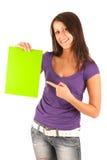 Śliczna młoda brunetki dziewczyna z zielonym papierem w brzęczeniach obrazy royalty free