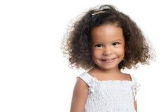 Śliczna mała afro amerykańska dziewczyna odizolowywająca na bielu Fotografia Royalty Free