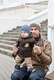 Śliczna mała chłopiec i jego ojciec Obraz Stock