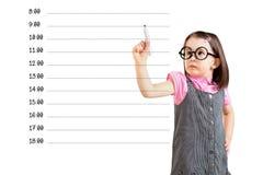 Śliczna mała dziewczynka jest ubranym biznes suknię i pisze pustym nominacyjnym rozkładzie Biały tło Zdjęcia Royalty Free