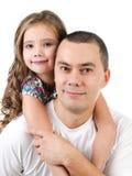 Śliczna mała dziewczynka obejmuje jej ojca odizolowywającego Fotografia Royalty Free