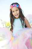 Śliczna mała dziewczynka ubierająca w górę czarodziejki jako Fotografia Royalty Free