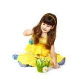 Dziewczyn sztuki z Easter jajkiem Fotografia Royalty Free