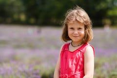 Dziewczyna w lawendowym polu zdjęcie royalty free