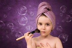 Śliczna mała dziewczynka w ręczniki po skąpania Zdjęcie Royalty Free