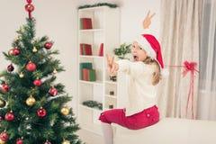 Śliczna mała dziewczynka Z Santa kapeluszem Obraz Royalty Free