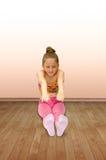Śliczna mała gimnastyczka fotografia royalty free