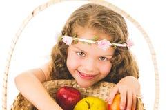 Śliczna mała preschooler dziewczyna z owoc na a zdjęcie royalty free
