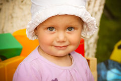 Śliczna małe dziecko dziewczyna zdjęcia royalty free