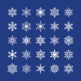 Śliczna płatek śniegu kolekcja odizolowywająca na błękitnym tle Płaskie śnieżne ikony, śnieżna płatek sylwetka Ładny element dla Obrazy Stock