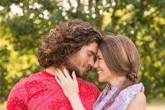 Śliczna para w parku Zdjęcia Stock