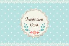 Śliczna pastelowa błękitna polki kropka z koronkowym eleganckim tła invitati Obraz Royalty Free