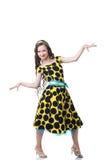 Śliczna piegowata dziewczyna pozuje w polki kropki sukni Obrazy Stock