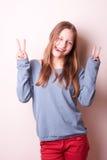 Śliczna uśmiechnięta nastoletnia dziewczyna zdjęcie stock