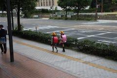 Śliczne Bliźniacze Japońskie Studenckie dziewczyny zdjęcie royalty free