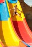 Śliczne chłopiec przejażdżki od waterslide Fotografia Stock
