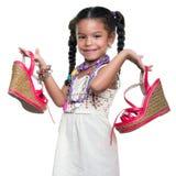 Ślicznego amerykanina afrykańskiego pochodzenia mała dziewczyna ubierał up jako dorosła kobieta ca Obrazy Royalty Free