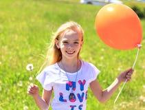 ślicznej dziewczyny mała łąka zdjęcie royalty free