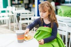 ślicznej dziewczyny mały plenerowy portret Obraz Royalty Free