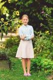 Ślicznej małej dziewczynki plenerowy portret obraz royalty free
