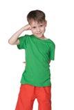 Śliczni chłopiec stojaki przeciw bielowi Fotografia Stock