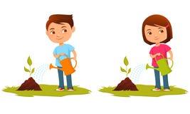Śliczni dzieciaki nawadnia rośliny Fotografia Stock