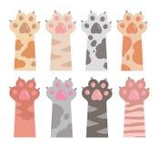 Śliczni kreskówka stylu rysunki kot łapy z rozszerzonymi pazurami w różnych futerkowych kolorach i ręki ilustracji
