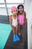 Śliczni małe dzieci stoi poolside Fotografia Royalty Free