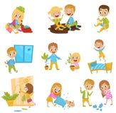 Śliczni mali łobuzów dzieciaki ustawiają, bandziorów rozochoceni dzieci, złego dziecka zachowania wektorowe ilustracje na białym  royalty ilustracja