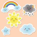 Śliczni pogody i nieba elementy Kawaii słońce, tęcza, chmurnieje wektorowi majchery dla dzieciaków, odosobneni projektów elementy ilustracja wektor