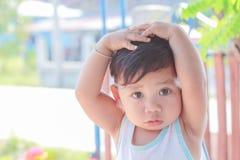 Śliczni rozochoceni dzieciaki zdjęcia royalty free