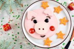Śliczny świniowaty karmowy sztuka pomysł dla dziecka śniadania 2019 Odgórny widok obrazy stock