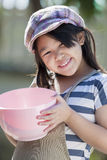 Śliczny azjatykci dziewczyn gotować Zdjęcia Royalty Free