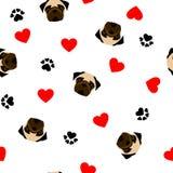 Śliczny bezszwowy wzór z mopsa psem, łapa drukiem i czerwieni sercem, przejrzysty tło royalty ilustracja