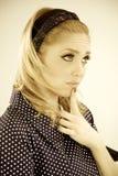 Śliczny blondynki kobiety główkowanie filtrujący Obraz Royalty Free