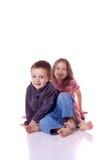 Śliczny młodszy brat i siostra obraz royalty free