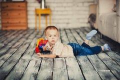 Śliczny chłopiec odpoczywać Obraz Royalty Free