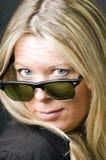 śliczny czterdzieści stary okularów przeciwsłoneczne rocznika kobiety rok fotografia stock