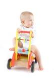 Śliczny dziecko na drewnianym samochodzie zdjęcie stock